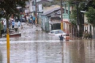 Inundaciones aumentan el riesgo de brotes de leptospirosis y otras enfermedades