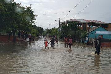 Ministro de Obras Publicas supervisa zona afectada por las lluvias en  San Cristóbal, Baní,  Azua y Barahona