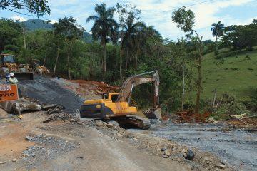 Barrick Gold y camioneros colaboran con Obras Públicas