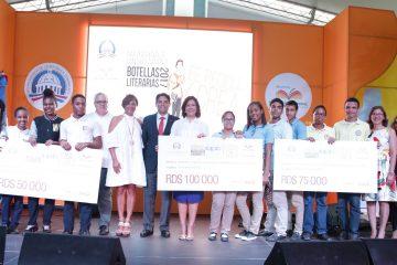 Vicepresidencia premia creatividad de jóvenes en cuarto concurso Botellas Literarias