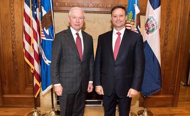 El procurador general dominicano, Jean Alain Rodríguez y el fiscal general estadounidense Jeff Sessions