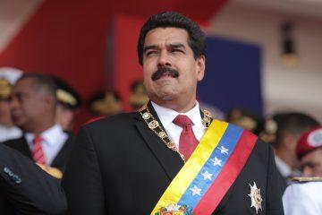 En Venezuela aumentan 60% al salario mínimo y anuncia que regalará casas a lo.s pobres en medio de la crisis política