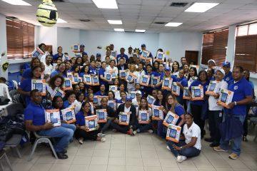 Dirección de Pasaportes entrega Tablet a empleados para reducir brecha digital