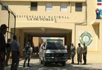 Matan cuatro reclusos y cuatro resultan heridos en riña en el penal La Victoria