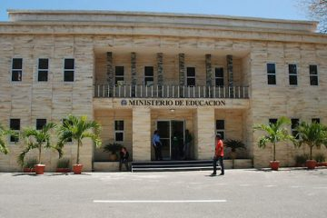 Ministerio de Educación desbloqueó  salario a más de 4 mil profesores, tras comprobar que laboran en lugares diferentes