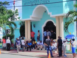 Alcaldía de Boca Chica manejó 180 millones de pesos en once meses, y para iniciar «obras» y pagar regalía buscó préstado 11 millones 700 mil pesos