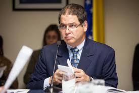 Diputado venezolano va al Palacio a denunciar fraude en elecciones de gobernadores