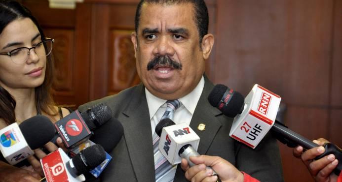 Senado invitará ministra de Salud y director SNS a explicar situación del sector