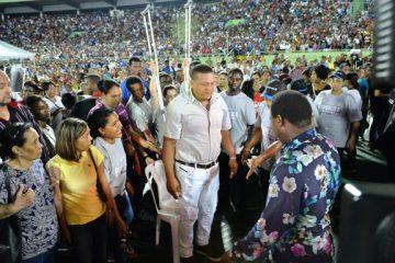 """Miles de personas acuden a """"Cruzada de Milagros"""" con el profeta TB Joshua"""