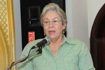 Ministra de Salud reitera no consumir clerén ni ningún otro ron casero