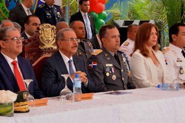 Presidente Medina encabeza graduación de 77 cadetes de la Policía
