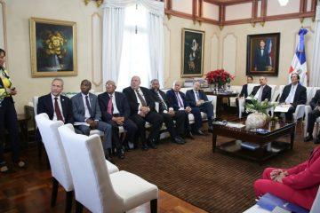 Representantes instituciones educativas presentan a Medina avances del sector