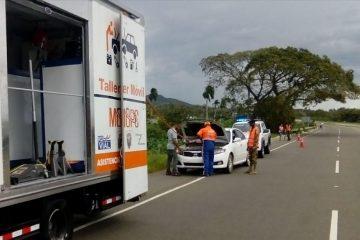 Obras Públicas asiste a 3 mil 889 vehículos durante el fin de semana