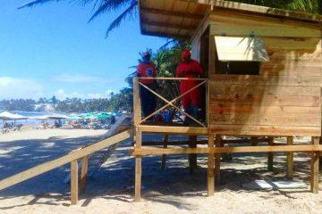 Casetas para vigilancia en playa de Cabarete