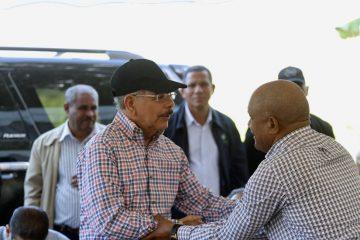 Presidente Medina garantiza a productores pitahaya en Vicente Noble convertirlos en clase media