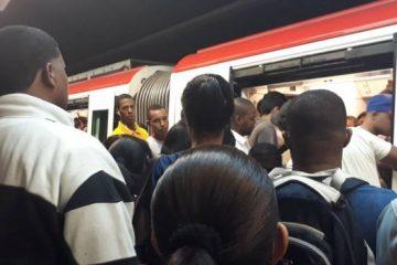 Evacuan pasajeros del Metro Santo Domingo tras humo en vagón