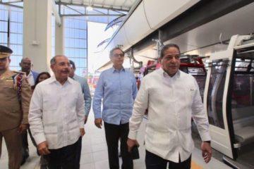 Presidente Medina prueba Teleférico de Santo Domingo