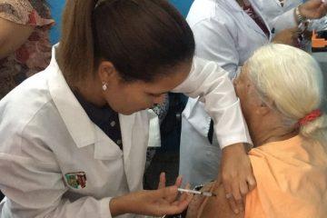 Dos nuevos casos sospechosos de difteria en RD; población abarrota centros en busca de vacuna