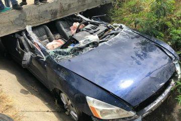 Un muerto y un herido en carro se deslizó por canal de riego