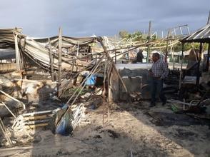Fuego calcina varias casetas de venta de comida en playa Boca Chica