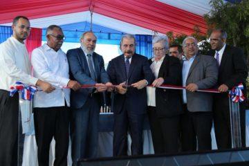 Presidente Medina inaugura centro médico en Hondo Valle