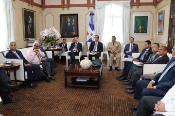 Presidente Medina se reúne con funcionarios para analizar retos pendientes según GAFILAT