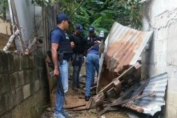 Presuntos vendedores de droga atacan a tiros agentes del DICAN en Pedro Brand