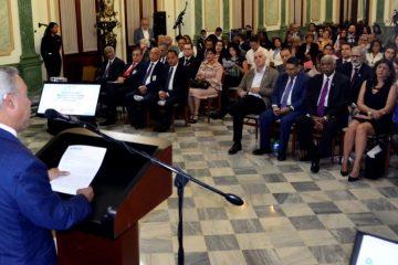 Ministro Economía dice baja recaudación limita rol del Estado