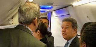 Leonel Fernandez y Luis Abinader conversan en vuelo Nueva York- Santo Domingo