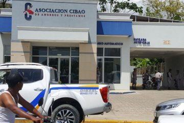 Desconocidos atracan banco en Tamboril; cargan con determinada suma de dinero