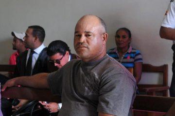 Agentes policiales apresan al padre de Emely Peguero