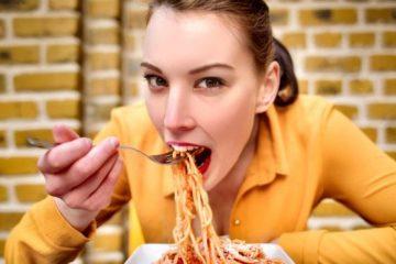 Qué es la «crononutrición» y cómo la hora a la que comes puede afectar a tu peso