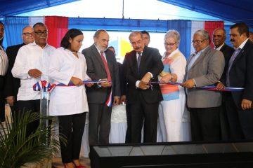 Danilo Medina entrega un hospital remodelado y ampliado en Elías Piña