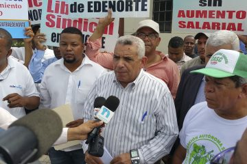 CASC y sindicato de EDENORTE piquetean frente al Palacio Nacional