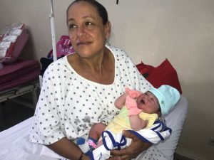 Mujer de 44 años se entera que estaba embarazada a la hora del parto