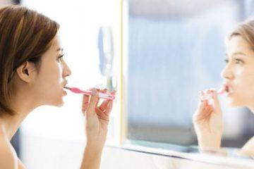 Qué es la halitofobia, la condición que hace que algunas personas se cepillen los dientes constantemente