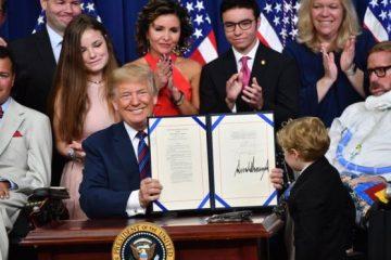 «Derecho a probar»: la nueva ley firmada por Trump que legaliza tratamientos experimentales para enfermos terminales