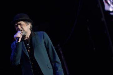 """Joaquín Sabina se queda """"mudo"""" y abandona el escenario durante su concierto en Madrid"""