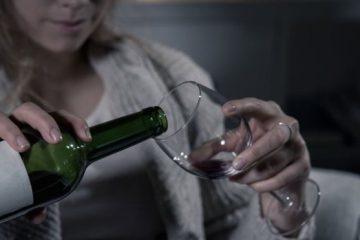 ¿Por qué es tan común consumir alcohol para enfrentar nuestros problemas?