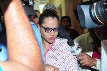 Dictan tres meses de prisión preventiva a esposa de exfuncionario acusado de violar hijastra
