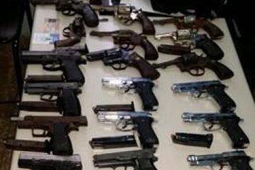 Disponen libertad a policía municipal que se desplazaba con 22 armas de fuego en la Duarte