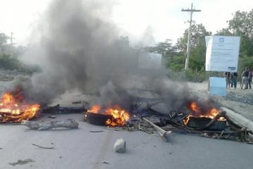 Protestan en Barahona contra apagones de 14 y 17 horas