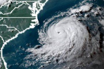El huracán Chris, de categoría 2, avanza por aguas abiertas del Atlántico
