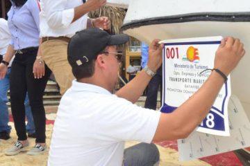 Continúa rotulación de embarcaciones usadas para transportar a turistas