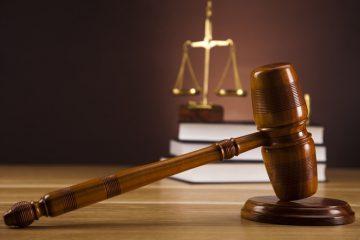 """Prisión de tres meses a policías acusados de robar RD$1.5 millones a una mujer mediante un """"tumbe"""""""