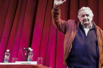 Expresidente Mujica deja su cargo de senador en Uruguay