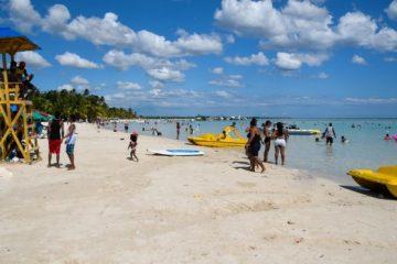 Estudio revela alta concentración de materia fecal en playas de Boca Chica, Juan Dolio y Guayacanes