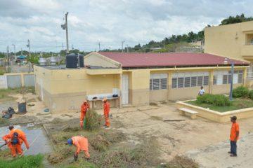 Obras Públicas rellena cancha anegada por lluvias