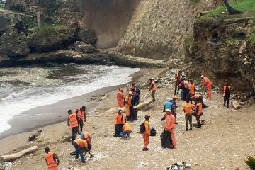 Obras Públicas interviene nuevamente litoral sur Malecón de Santo Domingo ante presencia de basura