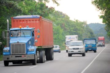 Vehículos pesados tendrán que transitar carril derecho